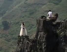 """Clip """"cô dâu chụp ảnh cưới trên vách đá cheo leo"""" gây xôn xao Internet tuần qua"""