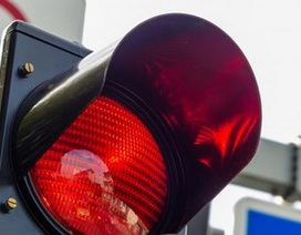 Bé 5 tuổi gọi điện báo cảnh sát vì cha vượt đèn đỏ