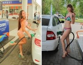 Cửa hàng xăng bán miễn phí cho khách mặc bikini và đi giày cao gót
