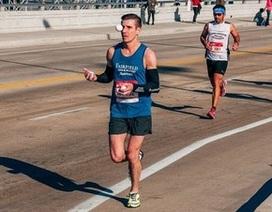 Vừa chạy marathon vừa tung hứng mà không một lần mắc lỗi
