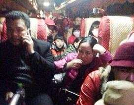 """Xe khách 42 chỗ """"nhồi"""" hơn 100 người"""