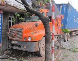 Xe container kéo lê ô tô 4 chỗ 100m, một người tử vong
