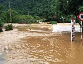 Hòa Bình: Nhiều xã vẫn còn bị cô lập sau mưa lớn