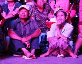 Hàng nghìn khán giả Ninh Bình ngồi đất xem… hát chèo