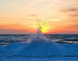 Chiêm ngưỡng hiện tượng núi băng kì thú hiếm gặp trên Đại Ngũ Hồ