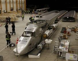 Máy bay chạy năng lượng mặt trời đầu tiên bay quanh Trái đất