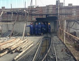 Công nhân mỏ than lái xe tông sập nhà, 2 đồng nghiệp thương vong