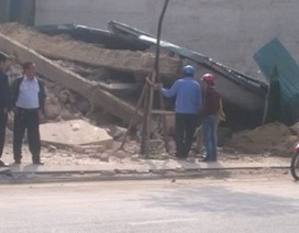 Nhà 3 tầng giữa phố bất ngờ đổ sập hoàn toàn