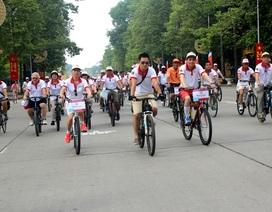 Thứ trưởng Ngoại giao cùng các Đại sứ đạp xe dạo quanh Hà Nội