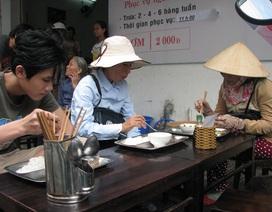 Ấm lòng quán cơm 2.000 đồng cho người nghèo giữa Đà Nẵng