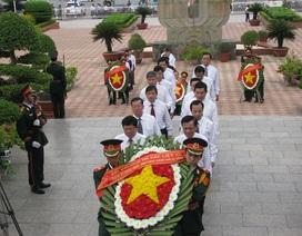 Lãnh đạo TP Đà Nẵng dâng hương tưởng niệm các anh hùng, liệt sĩ