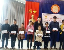 Đà Nẵng: Trao 50 suất học bổng đến học sinh nghèo vượt khó