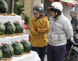 Đà Nẵng: Dưa hấu khắc chữ hút khách