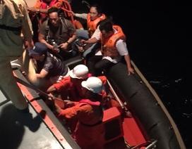 Đưa thuyền viên tàu nước ngoài bị nhiễm trùng da nặng vào bờ cấp cứu