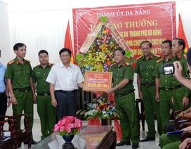 """Thưởng """"nóng"""" lực lượng phá án vụ chiếm đoạt Facebook của Việt kiều để lừa hơn 2 tỷ đồng"""