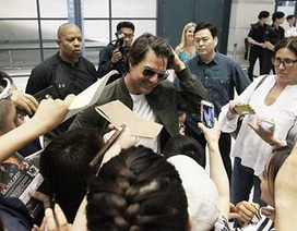 """Tom Cruise bị """"bao vây"""" tại sân bay Hàn Quốc"""