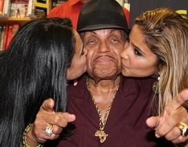 Bố Michael Jackson phủ nhận tin đồn dùng Viagra ở tuổi 87