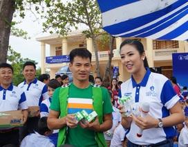 """Xuân Bắc và Ngọc Hân cùng Quỹ sữa Vươn cao Việt Nam 2015 """"khởi động"""" tại Nghệ An"""