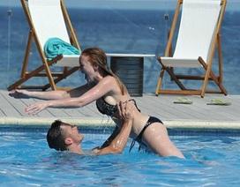 """Người đẹp nước Anh khoe dáng siêu """"nuột"""" với bikini"""