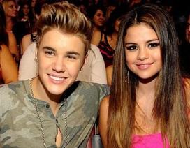 Selena Gomez khoe ảnh tự sướng sexy, không xấu hổ khi tháo nhẫn trinh tiết