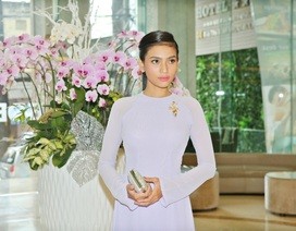 Trương Thị May đẹp dịu dàng với áo dài