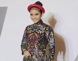 Trương Thị May ấn tượng với áo dài rồng phượng