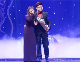 Chí Tài say đắm với giọng hát của Khánh Hà