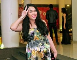 Gần đến ngày sinh, Phi Thanh Vân vẫn đi xem show thời trang
