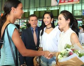 Hoa hậu Kỳ Duyên, Hoàng Thùy đón Hoa hậu Pháp tại sân bay