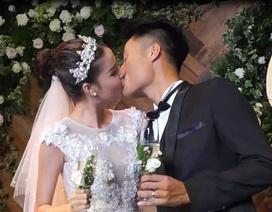 Kỳ Hân và Mạc Hồng Quân hôn nhau say đắm trong lễ đính hôn
