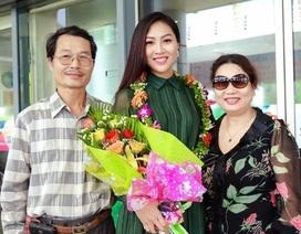 Tân Hoa khôi áo dài Diệu Ngọc lần đầu về thăm nhà sau khi đăng quang