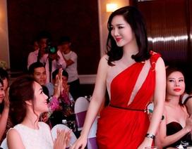 Giáng My diện đầm đỏ rực chấm thi tại Thái Lan