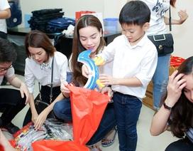 Con trai Hồ Ngọc Hà tham gia từ thiện cùng mẹ