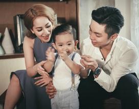Khánh Thi - Phan Hiển khoe con trai Kubi lém lỉnh