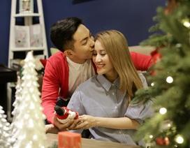 Phan Hiển hôn Khánh Thi ngọt ngào trong ngày Giáng sinh
