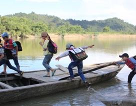 Hà Tĩnh: Nỗi lo trên những chuyến đò chao đảo