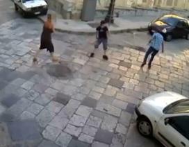 """Clip """"Cô gái giằng giật với 2 tên cướp"""" nổi bật nhất Internet tuần qua"""