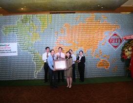 Bản đồ thế giới ghép từ 3.700 vỏ lon nhận kỷ lục Việt Nam