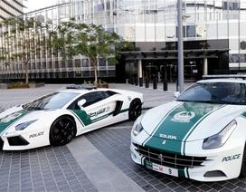 Cảnh sát Dubai khoe siêu xe dọa nạt các tay đua
