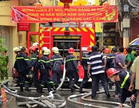 Cháy lớn nhà 3 tầng trung tâm TPHCM, 2 người bị thương