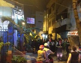 Cháy khách sạn, 2 thanh niên được cứu thoát