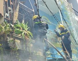 3 người thoát nạn trong đám cháy nhà, 1 lính cứu hỏa bị thương
