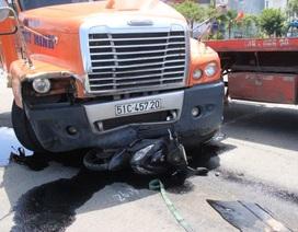 Xe container đâm 3 phương tiện chờ đèn đỏ, 3 người nhập viện