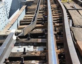 Xà lan đâm lệch đường ray, đường sắt tê liệt gần 5 giờ