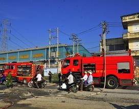 17 xe cứu hỏa tham gia dập tắt đám cháy tại công ty gỗ