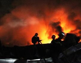 Biển lửa bao trùm công ty mũ bảo hiểm