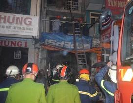 Nhà 3 tầng bốc cháy, chủ nhà vẫn ung dung ở bên trong
