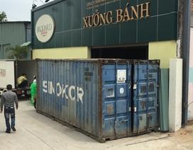 """Xưởng bánh tê liệt vì hơn 20 người đưa container chặn lối, """"bao vây"""""""
