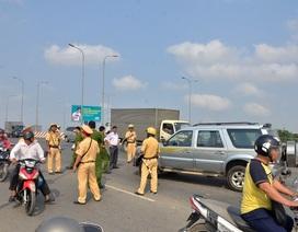"""Hàng chục cảnh sát truy đuổi """"ô tô điên"""" """"náo loạn"""" đường phố Sài Gòn"""