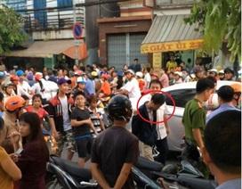 Hàng trăm người dân bỏ chạy tán loạn khi tưởng có lựu đạn
